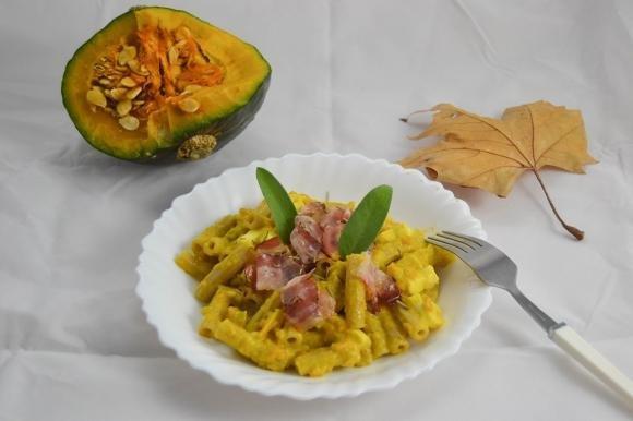 Sedani alla zucca, camembert e pancetta tirolese
