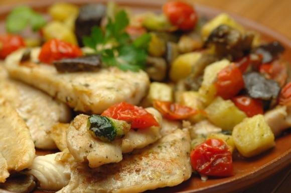 Merluzzo al forno con pomodorini e patate