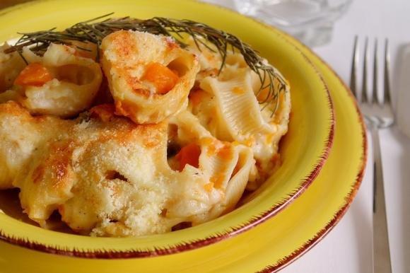 Lumaconi al forno con zucca, funghi e 4 formaggi