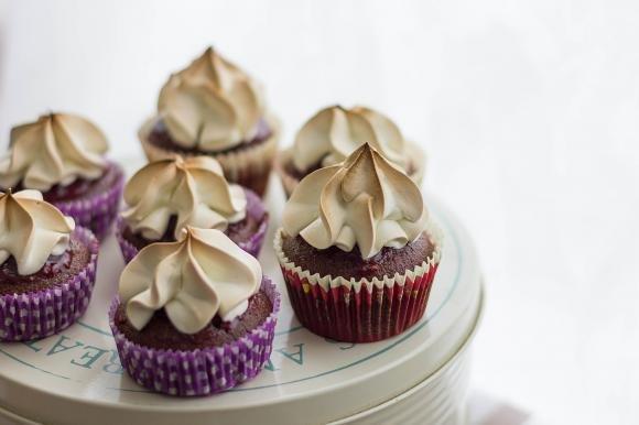 Cupcake meringati al cioccolato e lampone