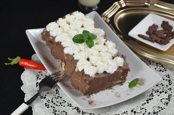 Mattonella dolce con crema di mascarpone e biscotti