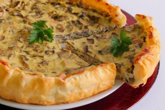 Torta salata con funghi, ricotta e prosciutto cotto