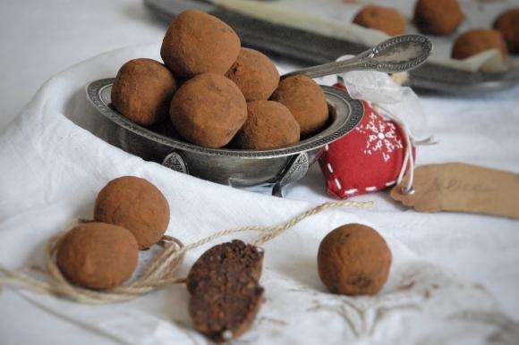 Tartufini di castagne, cioccolato e amaretti
