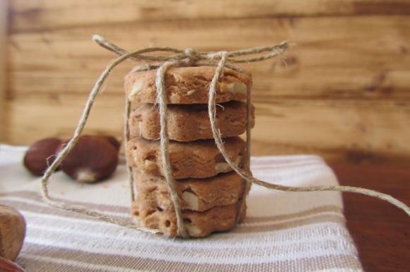 Biscotti rustici con farina di castagne e nocciole