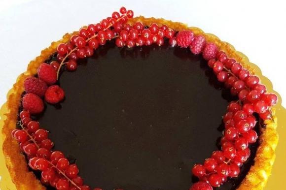 Crostata morbida al Cointreau con ganache e frutti rossi
