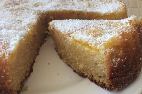 Torta soffice all'ananas, limone e cocco