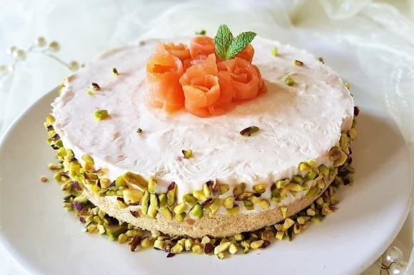 Cheesecake salata al salmone e granella di pistacchio