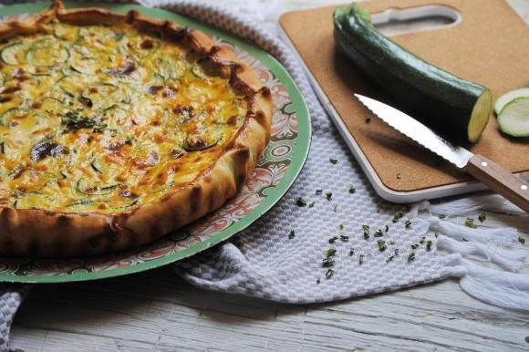 Torta salata al salmone affumicato, philadelphia e zucchine