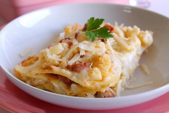 Lasagne con cavolfiore e salsiccia piccante