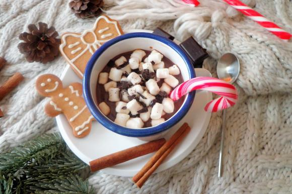 Cioccolata calda alla cannella con marshmallow