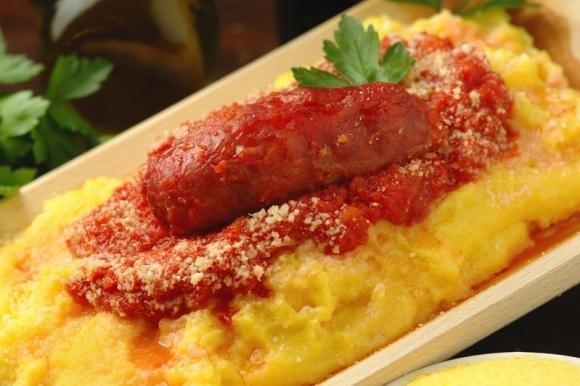Polenta con salsiccia e formaggio