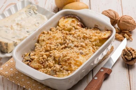 Patate al forno con gorgonzola e noci