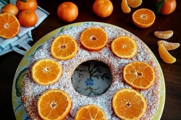 Ciambella soffice alle clementine e cioccolato bianco