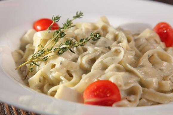 Pasta con crema di tonno e olive