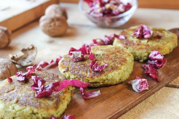 Hamburger di patate e broccoli in padella