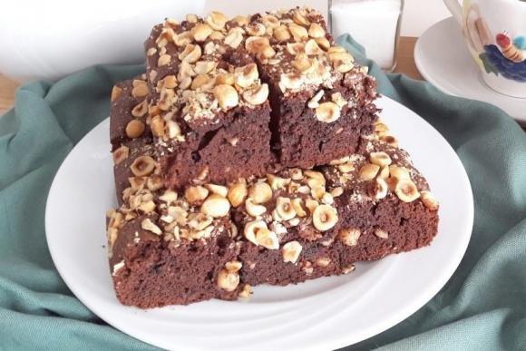 Brownies al cioccolato fondente e nocciole tostate