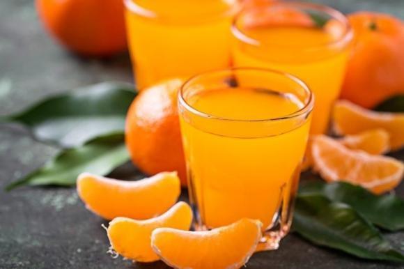 Mandarinetto o liquore al mandarino