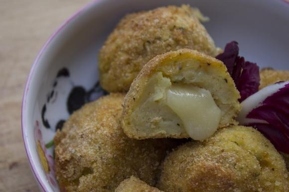 Polpette di patate al forno con scamorza e pecorino