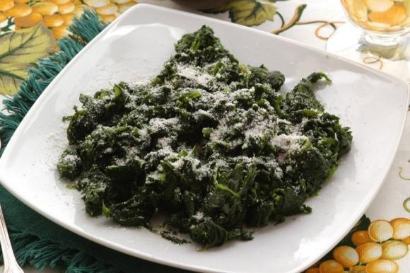 Spinaci in padella al burro e parmigiano