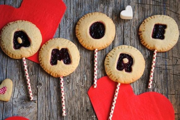 Biscotti alla marmellata su stecco