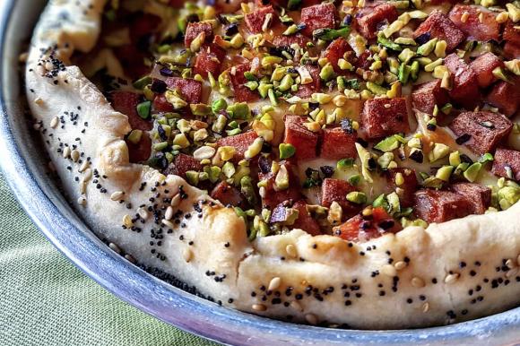 Torta salata Bimby con pasta brisée, mortadella e pistacchio