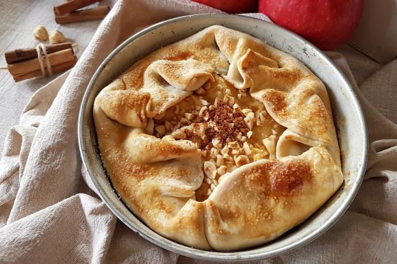 Torta di mele e cannella con pasta brisée