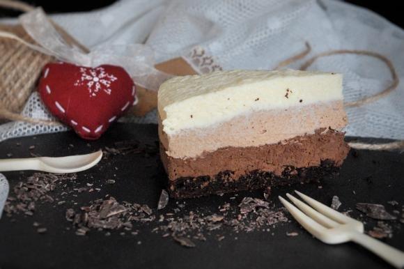 Mousse ai tre cioccolati con marquise al cacao