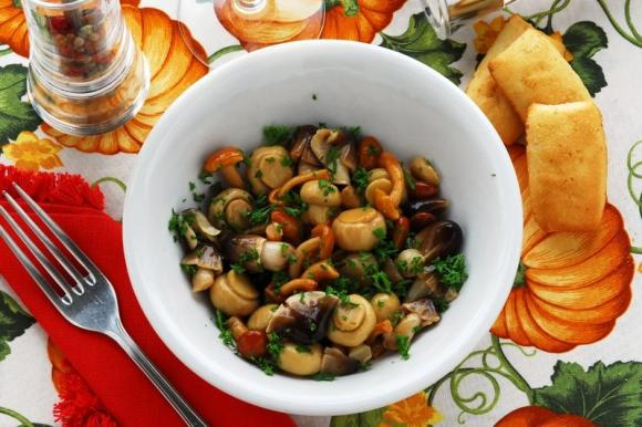 Funghetti trifolati in padella