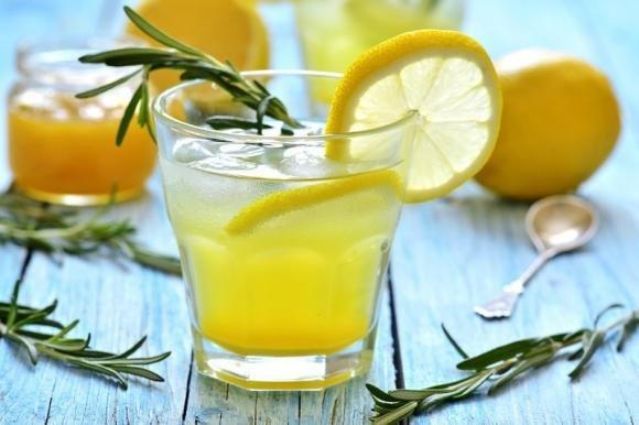Vodka lemon cocktail