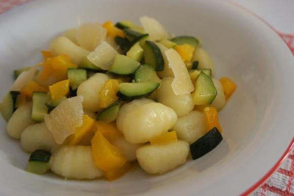 Gnocchi con verdure e scaglie di Grana