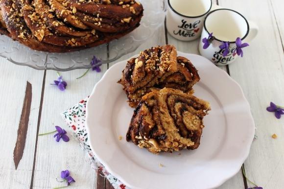 Treccia di pan brioche con crema di nocciole