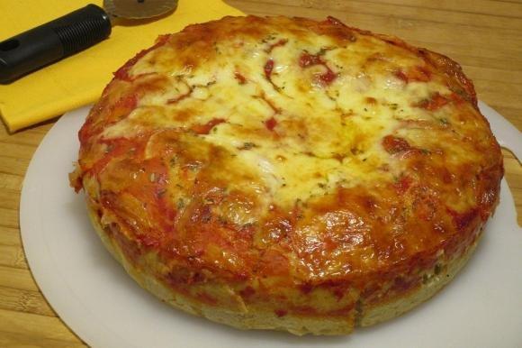 Pizza doppio strato al salame