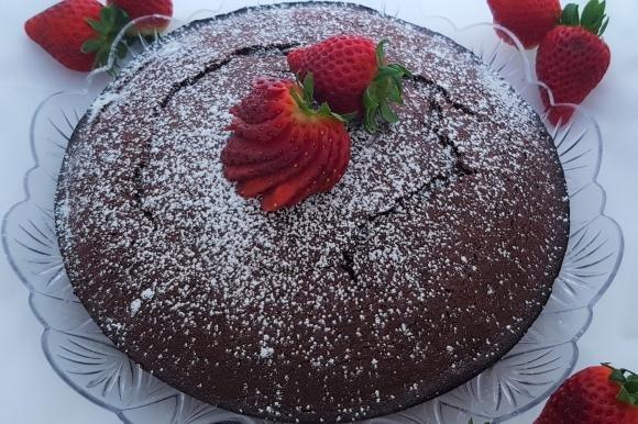 Torta al cacao e mousse di fragole
