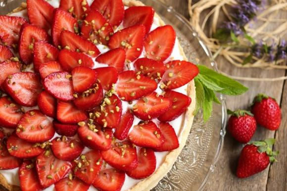 Crostata di fragole e panna montata