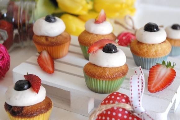 Cupcake alla frutta con frosting al Philadelphia