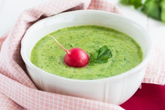 Crema di zucchine e foglie di ravanello