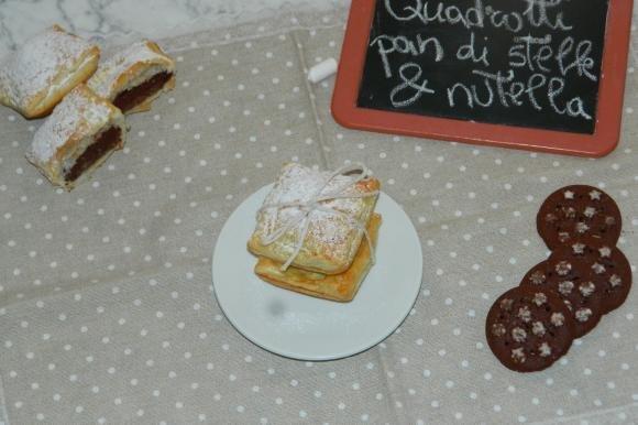 Quadrotti di sfoglia ripieni di nutella e pan di stelle