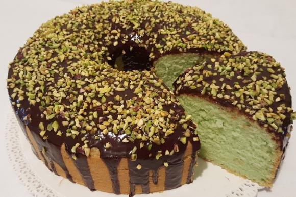 Chiffon cake alla menta con copertura al cioccolato