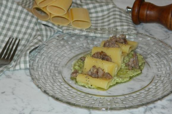 Paccheri pesto e salsiccia