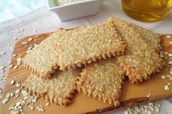 Crackers integrali ai fiocchi d'avena e sesamo