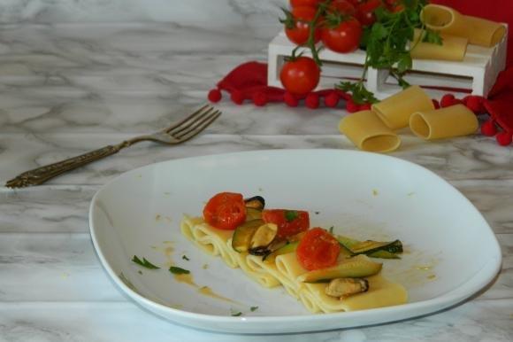 Paccheri con cozze e zucchine