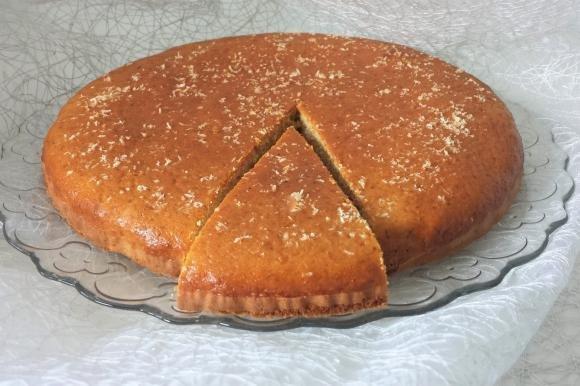 Torta con farina integrale, cocco e mandorle