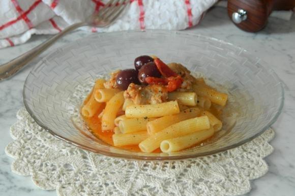 Pasta con salsicce e olive