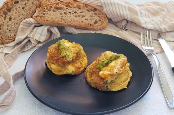 Muffin frittata con asparagi e cuore di ricotta