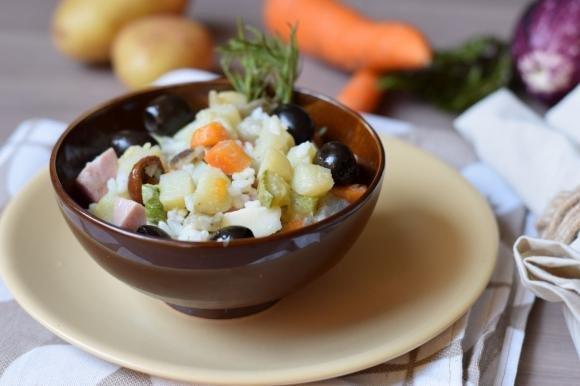 Insalata di riso con verdure e mortadella