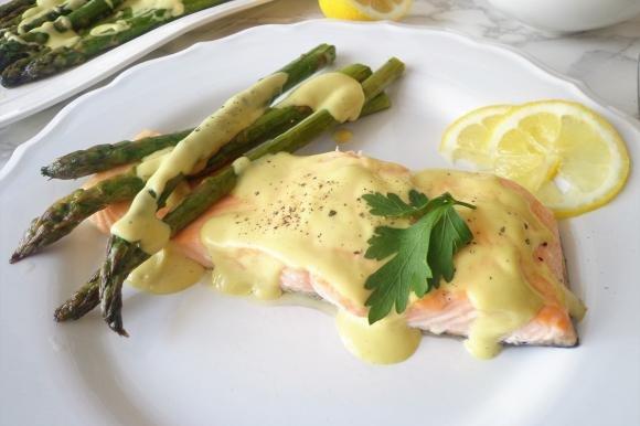 Ricetta Salmone Asparagi.Salmone Al Forno Con Asparagi E Salsa Alla Senape E Miele Fidelity Cucina