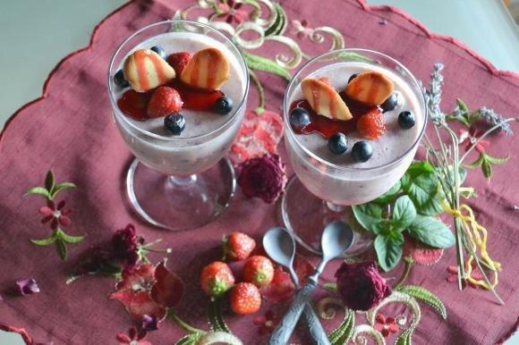 Mousse di fragole e mirtilli