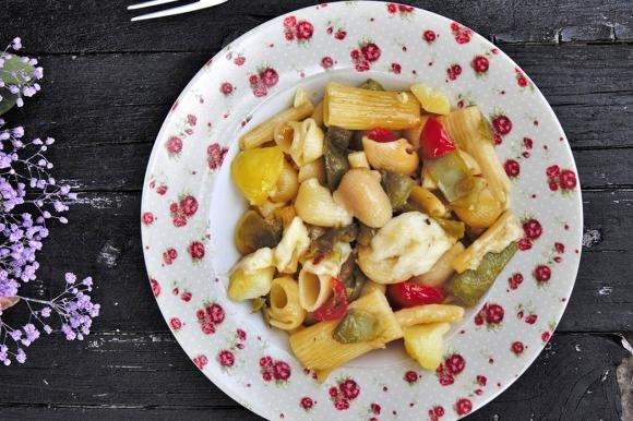 Pasta mista con taccole, patate e scamorza affumicata