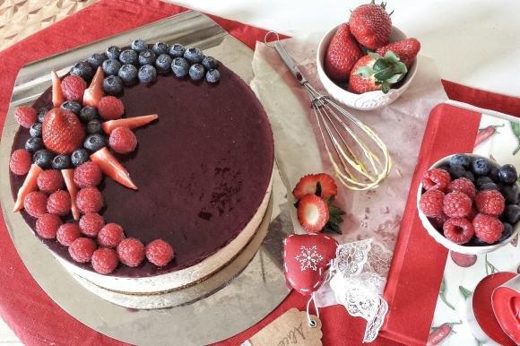 Cheesecake fredda ai frutti di bosco con base di frolla