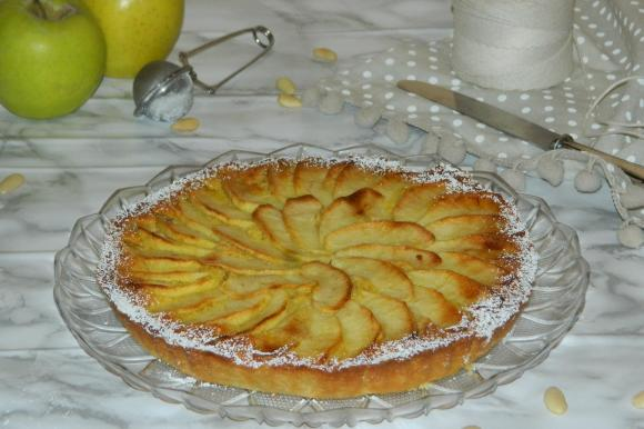Crostata con mele e crema frangipane